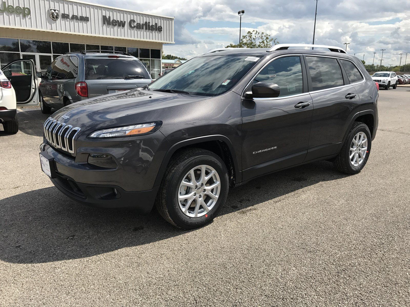 2018 jeep cherokee. delighful cherokee new 2018 jeep cherokee latitude plus throughout jeep cherokee