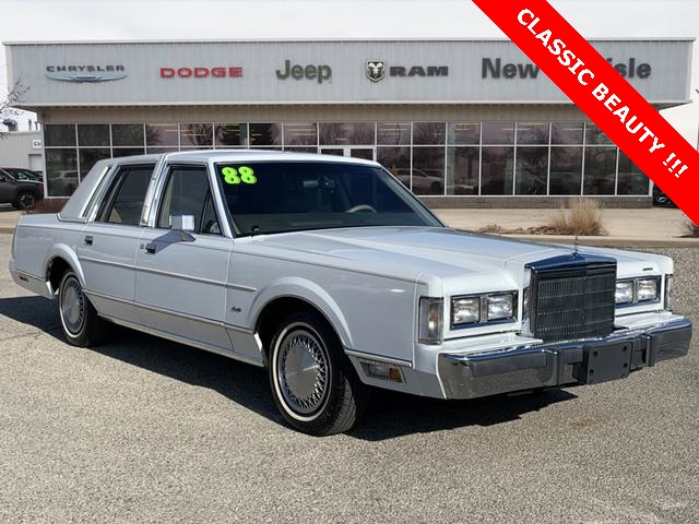 Pre-Owned 1988 Lincoln Town Car